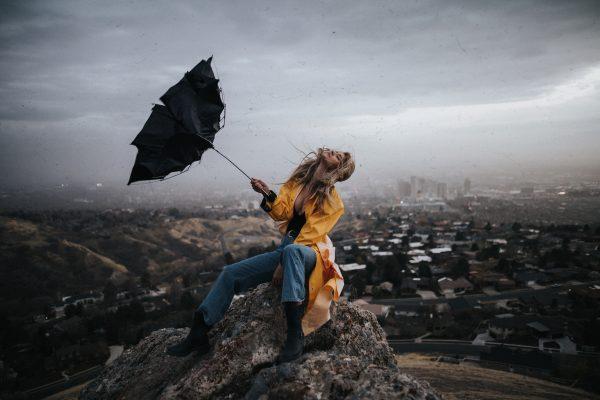 Slalom printre expresii, prin vânt și ploaie