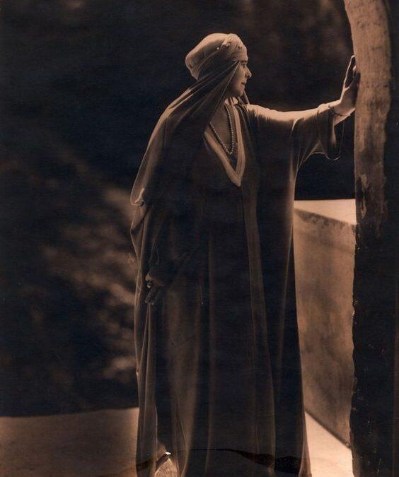 Regina Maria: Va veni într-o zi ceasul negru când ai să plângi singur