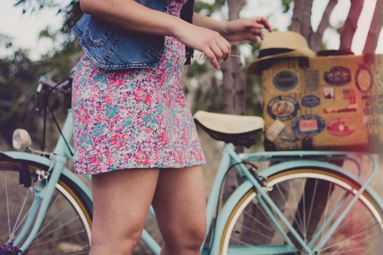 fata bicicleta