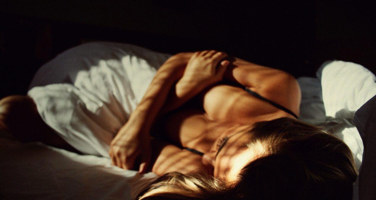 Adulter în direct. Ava Marinescu