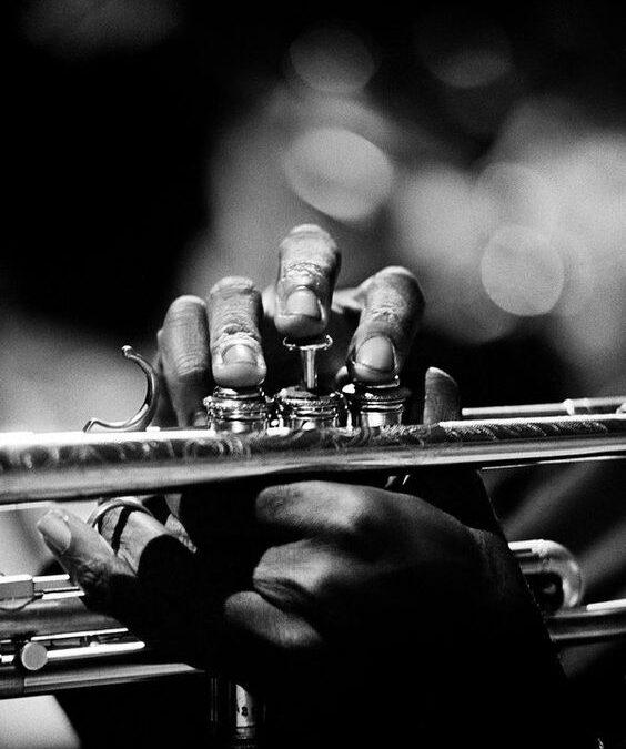 """""""Jazz-ul se interpretează din inimă. Poţi chiar trăi prin el…"""""""