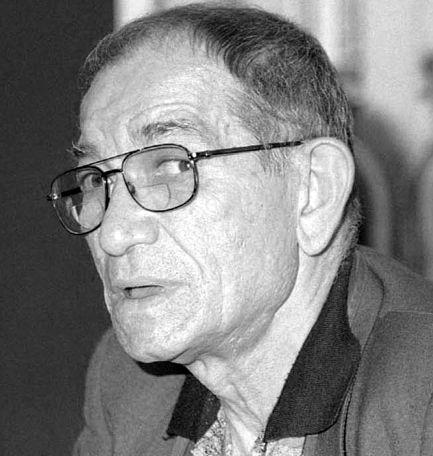 """BUCURESTI, ROMANIA: Directorul Editurii """"Junimea"""" din Iasi, scriitorul Cezar Ivanescu (in imagine) a participat  la o conferinta de presa  la Ministerul Administratiei si Internelor in legatura cu relatiile sale cu fosta Securitate, 27 mai 2004. """"STIRE PE FLUX"""" ROMPRES Foto/ Razvan CHIRITA"""