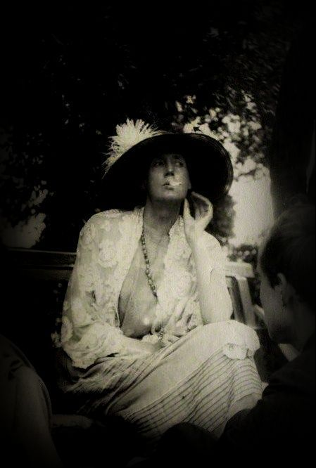 VIRGINIA WOOLF photographed by Lady Ottoline Morrell, 1923