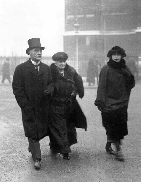 Îndreptându-se către Westminster Abbey, 1922.