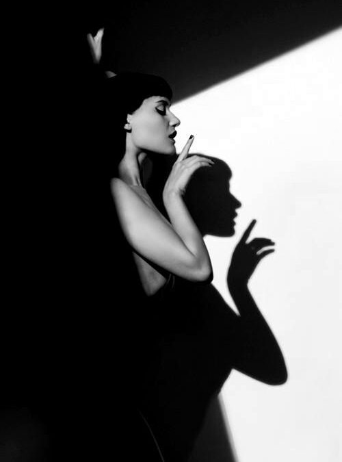 Elvira – Tu chiar mă iubeşti?