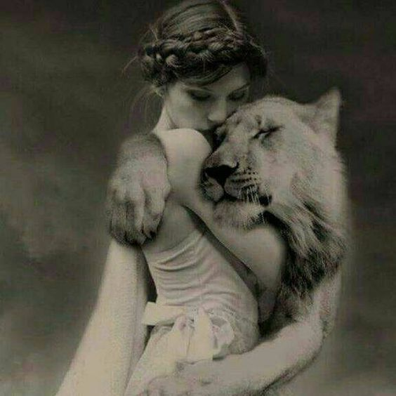 fata cu leu