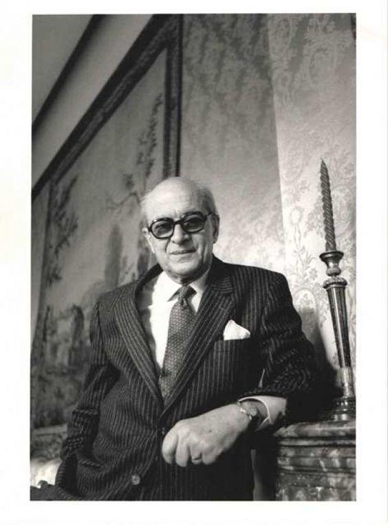Alexandru Paleologu la Ambasada României la Paris, în 1990 Sursă foto: adevărul.ro