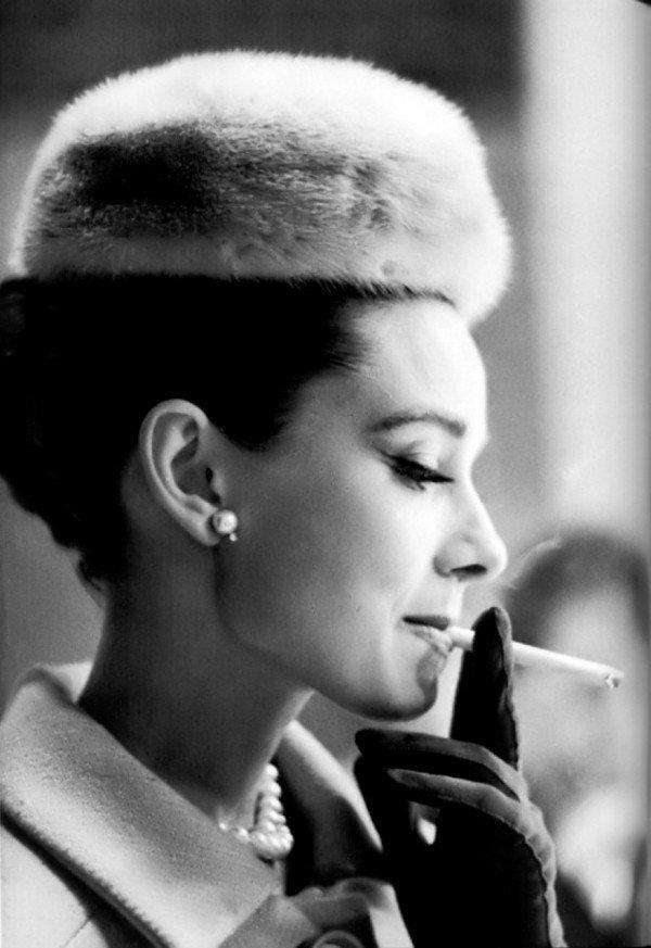 Audrey-Hepburn-Smoking-2