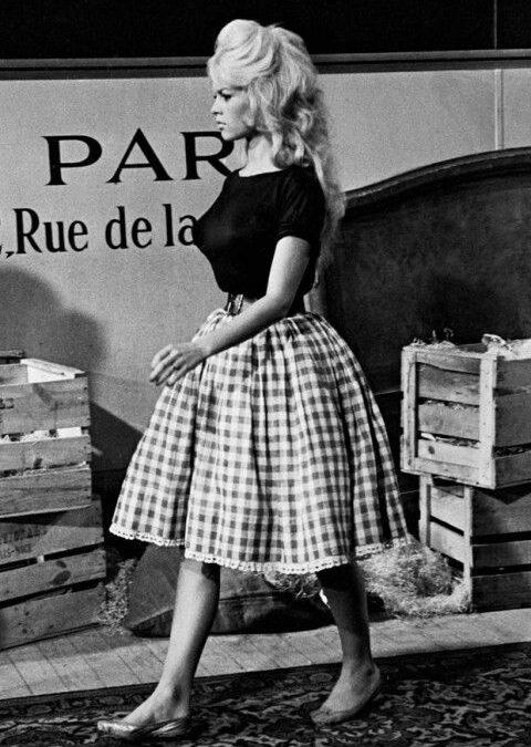 """""""Fiecare vârstă poate fi încântătoare și fermecătoare, cu condiția să trăiești în ea"""" – Brigitte Bardot"""