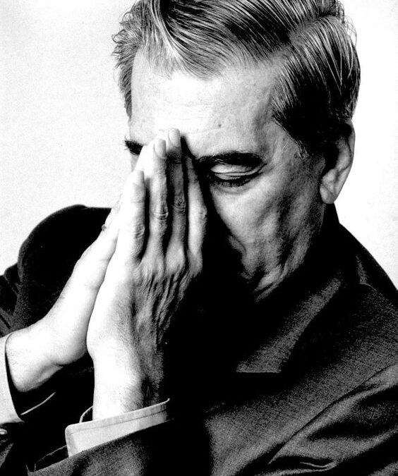 """""""Prea Ilustrul Marchiz de Vargas Llosa"""": """"Este preferabil să-i înţelegi pe oameni, în loc să-i judeci."""""""