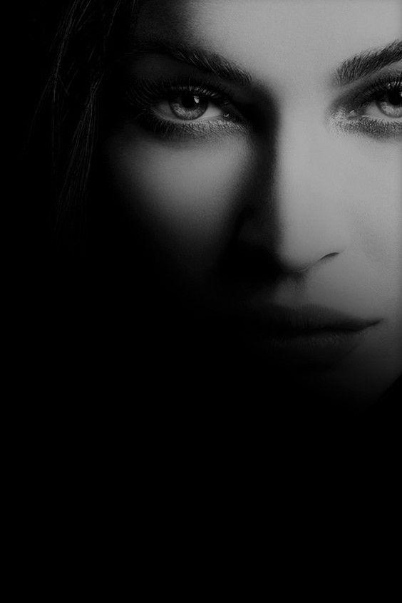 femeie mister