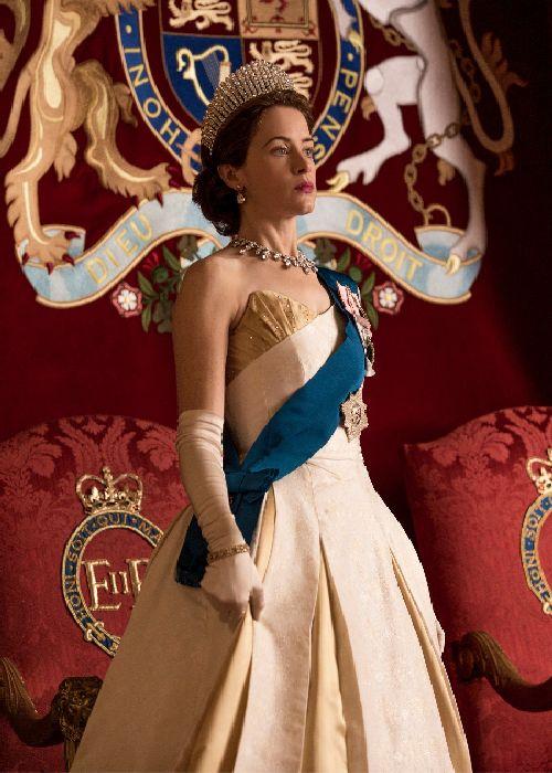 Claire Foy în rolul reginei Elisabeta