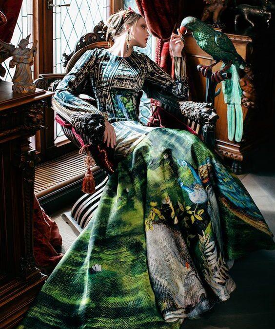 ca o lacrimă Fabergé – Emilian Valeriu Pal